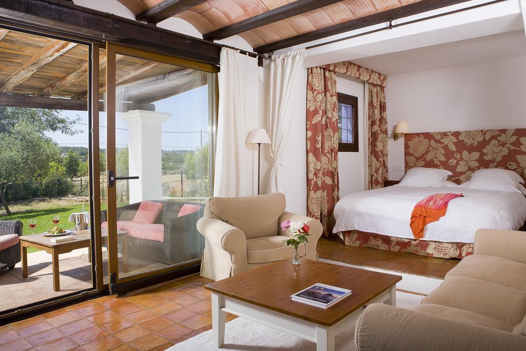 yoga-hotel-yoguihotel-hacienda-cas-gasi-habitacion-terraza
