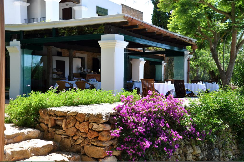 yoga-hotel-yoguihotel-hacienda-cas-gasi-terraza-comedor