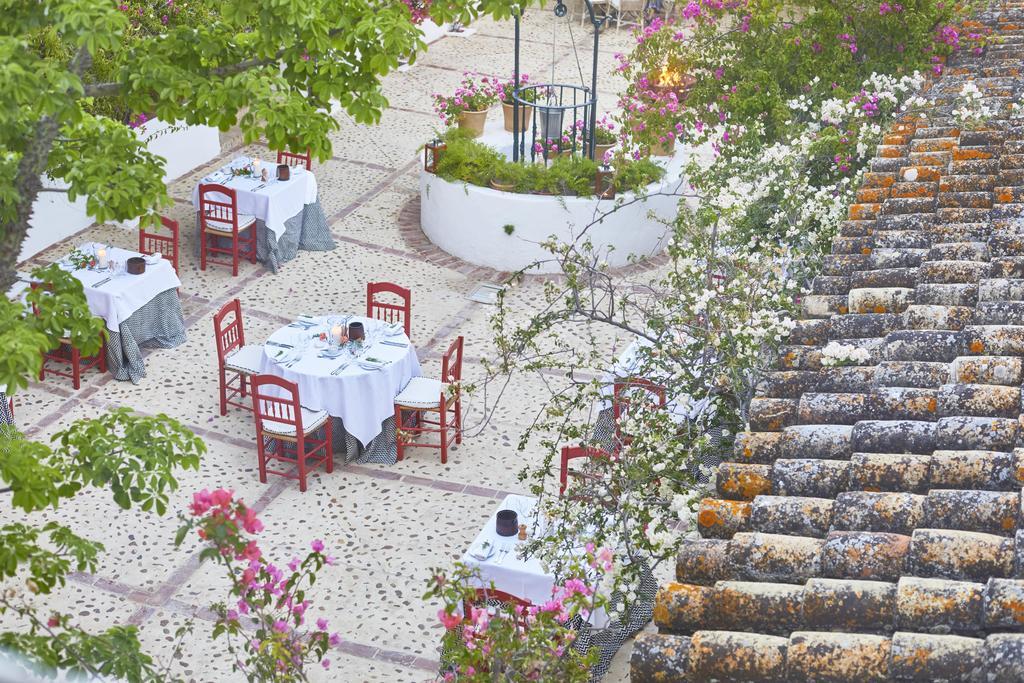 yoga-hotel-yoguihotel-hacienda-san-rafael-patio