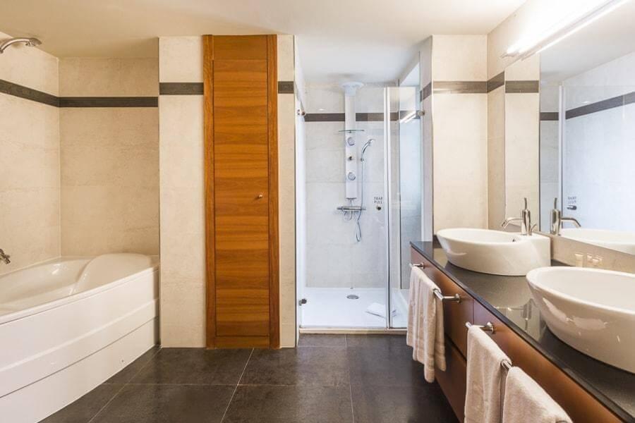 hotel_yoga_yoguihotel_majestic_baño