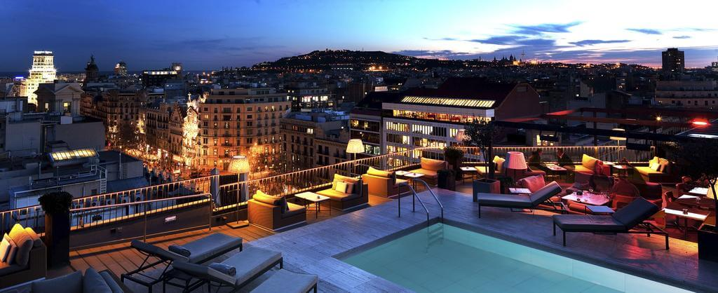 hotel_yoga_yoguihotel_majestic_nocturna